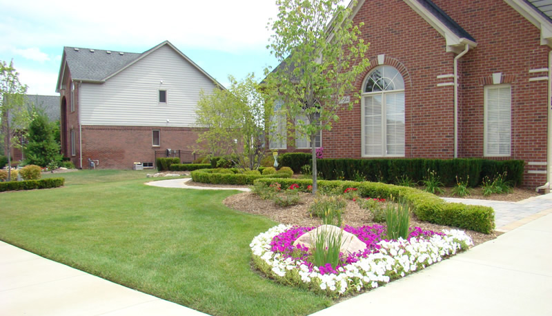 A Clinton Twp Landscaper Can Help with Your Yard